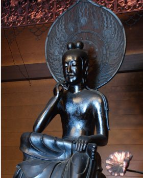 「菩薩半跏像(伝如意輪観音)」:斑鳩町